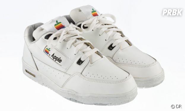 Les possibles futures sneakers Apple x Versace rappellent celles créées par adidas dans les années 1990.