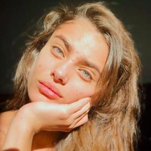Taylor Hill : la top de Victoria's Secret assume ses boutons d'acné sur Instagram