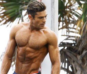 Zac Efron (Baywatch, Nos pires voisins) trop musclé dans ses films ? Il critique son corps