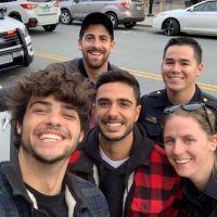 Noah Centineo arrêté : il prend un selfie avec les policiers