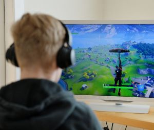 Fortnite, League of Legends, World of Warcraft... La DGSE voudrait mettre les joueurs sur écoute