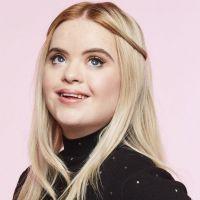 Benefit choisit comme égérie Kate Grant, une influenceuse atteinte de trisomie 21