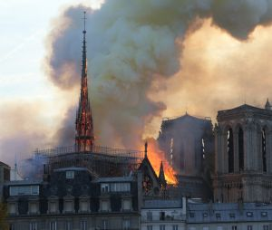 Incendie de Notre-Dame de Paris : les images impressionnantes du brasier