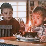 """Angèle retrace sa vie de son enfance à la célébrité dans le clip """"Flou"""""""