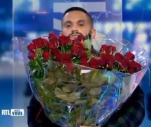 Malik Bentalha demande Angèle en mariage à la télévision belge
