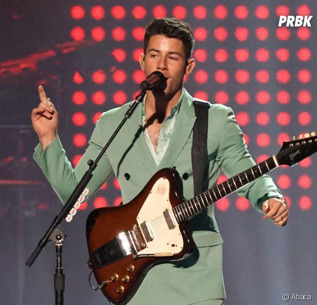 Nick Jonas tripoté par une fan en plein concert : les internautes en colère