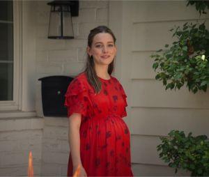 You saison 3 : Love est-elle vraiment enceinte ? Les fans doutent