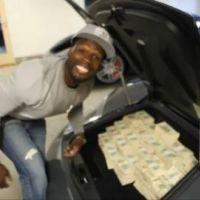 50 Cent ... Il expose 2 millions de dollars en liquide