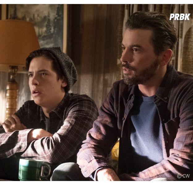 Riverdale : Cole Sprouse et Skeet Ulrich sur une photo de la série