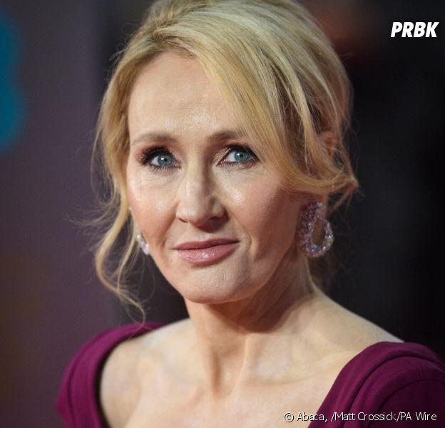 J.K. Rowling rend une récompense à cause des accusations de transphobie suite à ses tweets sur les transsexuels et la communauté transgenre
