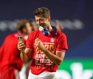 Top 10 des footballeurs les mieux payés en 2020 :Robert Lewandowski (9ème) va pouvoir s'acheter à manger et arrêter de mordre sa médaille