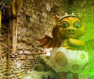 Mask Singer 2 : quelle célébrité est le dragon ? Les indices sur son identité (Mise à jour)