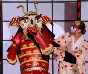 Mask Singer 2 : quelle célébrité est le hibou ? Les indices sur son identité