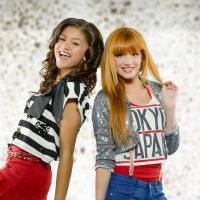 """Zendaya et Bella Throne pas amies au début de Shake it Up : """"On a été dressées l'une contre l'autre"""""""