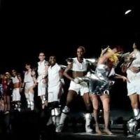 Lady Gaga à Bercy ... Elle a offert ses chaussures à son public