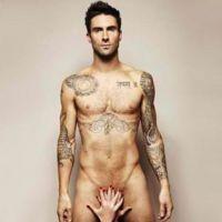 Adam Levine des Maroon 5 ... Entièrement nu pour la bonne cause