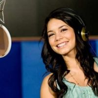 Vanessa Hudgens ... méconnaissable en couv' du magazine Nylon (PHOTO)