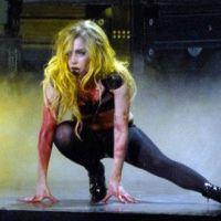 Lady GaGa en live à Cannes dans Le Grand Journal ... avec Mélanie Laurent en plateau