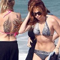 Miley Cyrus PHOTOS ... En bikini avec maman pour montrer leurs tatouages