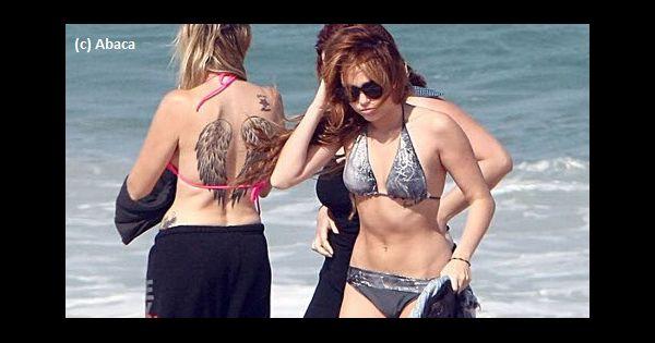 Miley bandes de cyrus pour montrer les mésanges