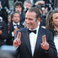 Jean Dujardin met Cannes dans sa poche : Chapeau The artist (VIDEO)