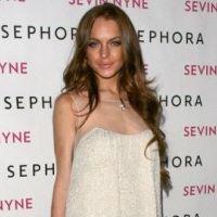 Lindsay Lohan ... Super sexy au bord d'une piscine (VIDEO)