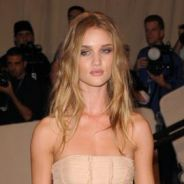 Rosie Huntington-Whiteley : encore nue sur la couverture de FHM (PHOTO)