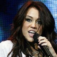 Miley Cyrus et Twitter : elle contre-attaque après sa photo volée et ... supprime son compte
