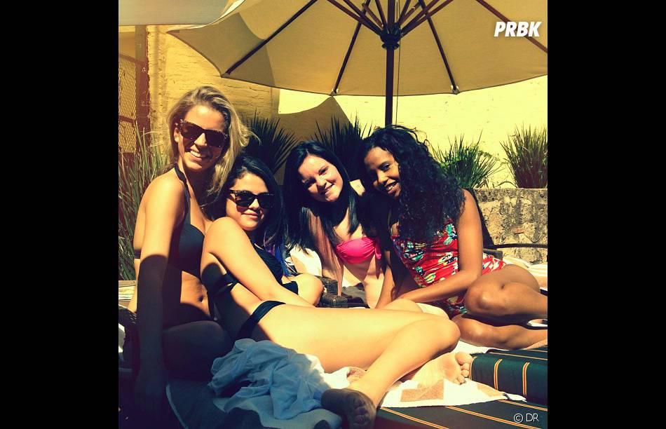 Selana on la préfère à la playa avec ses copines