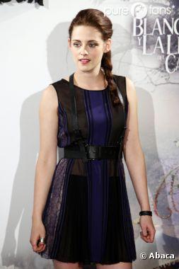 """Kristen Stewart dit """"non"""" à la chirurgie esthétique !"""