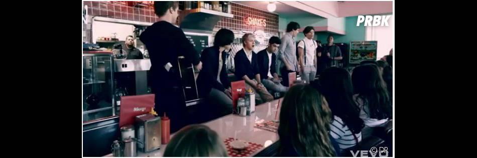 Les One Direction chantent devant leurs fans