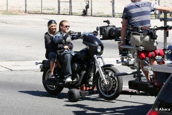 Ashley Tisdale s'éclate sur le tournage de Sons of Anarchy