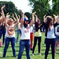 One Direction : une flashmob détonnante sur le Champs de Mars ! (PHOTOS)