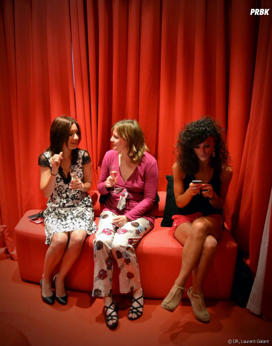 On discute, on textote. Une vraie soirée girly !