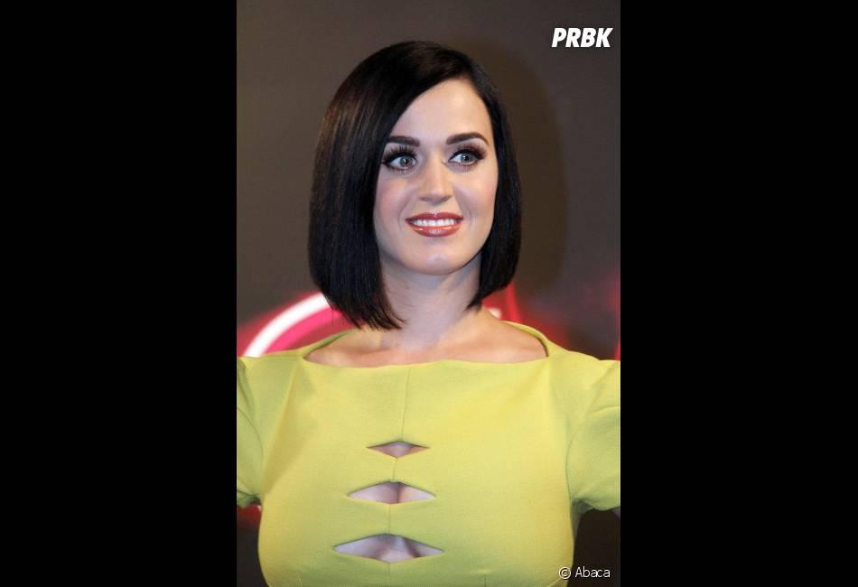 Katy Perry méga hot dans sa robe flashy