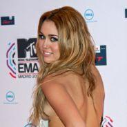 """Miley Cyrus nue dans sa baignoire et fan de bodypainting : les photos """"caliente"""" qui affolent Twitter"""
