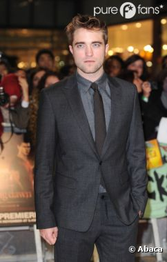 Robert Pattinson noie son chagrin dans l'alcool