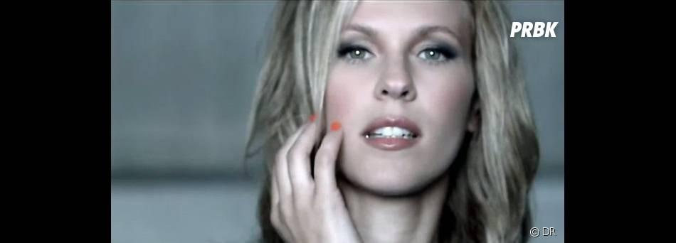 Lorie, toujours aussi sensuelle voire plus...