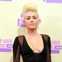 Miley Cyrus : rock et (très) décolletée aux MTV Video Music Awards (PHOTOS)