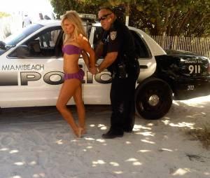 Geri Halliwell : Sexy et arrêté par la police