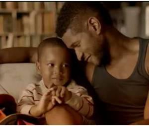 Usher retrouve le sourire en famille dans le clip de Numb