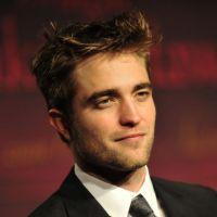 Robert Pattinson se trouve (encore) mal foutu... Eh Rob tu rigoles ?!