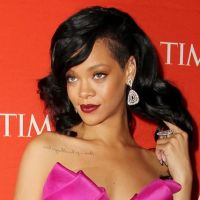 Rihanna en mode mère Noël avec Adele et son bébé