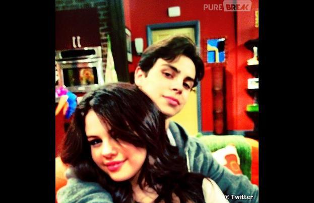 Selena Gomez et Jake T. Austin, des faux frère et soeur super proches !