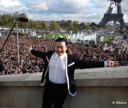 PSY lors de son flashmob au Trocadéro !