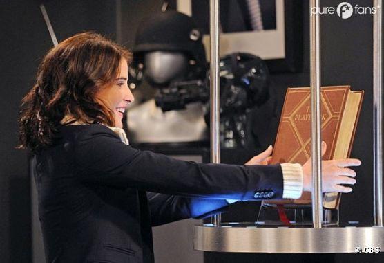 Robin va chercher le Playbook de Barney dans How I Met Your Mother