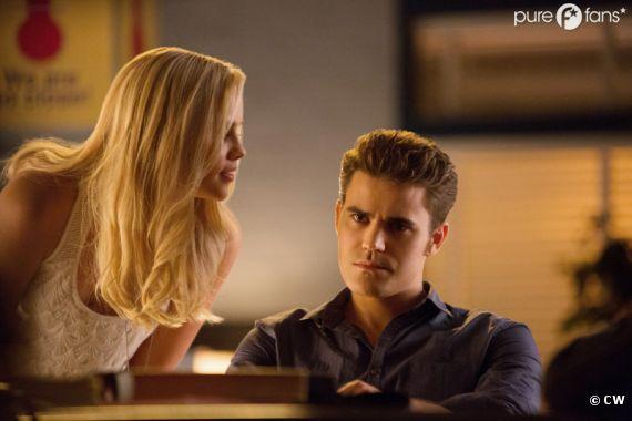 Rebekah veut tout savoir dans Vampire Diaries