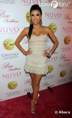 Eva Longoria a dévoilé l'un de ses tétons malgré elle durant les Golden Globes 2013 !