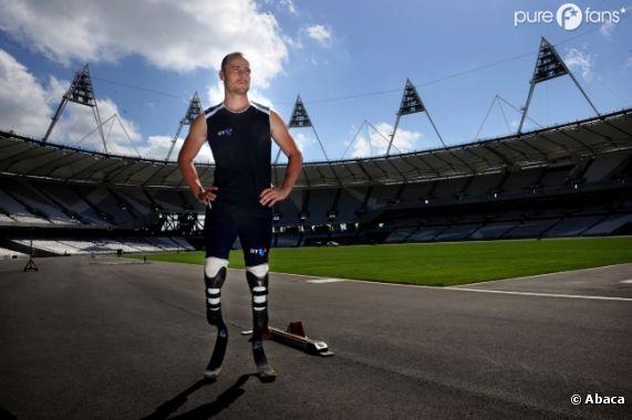 Oscar Pistorius, premier athlète paralympique à avoir participé aux JO en 2012, est sous le choc.