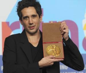 Le français Jean-Bernard Marlin et son Ours d'Or au Festival de Berlin